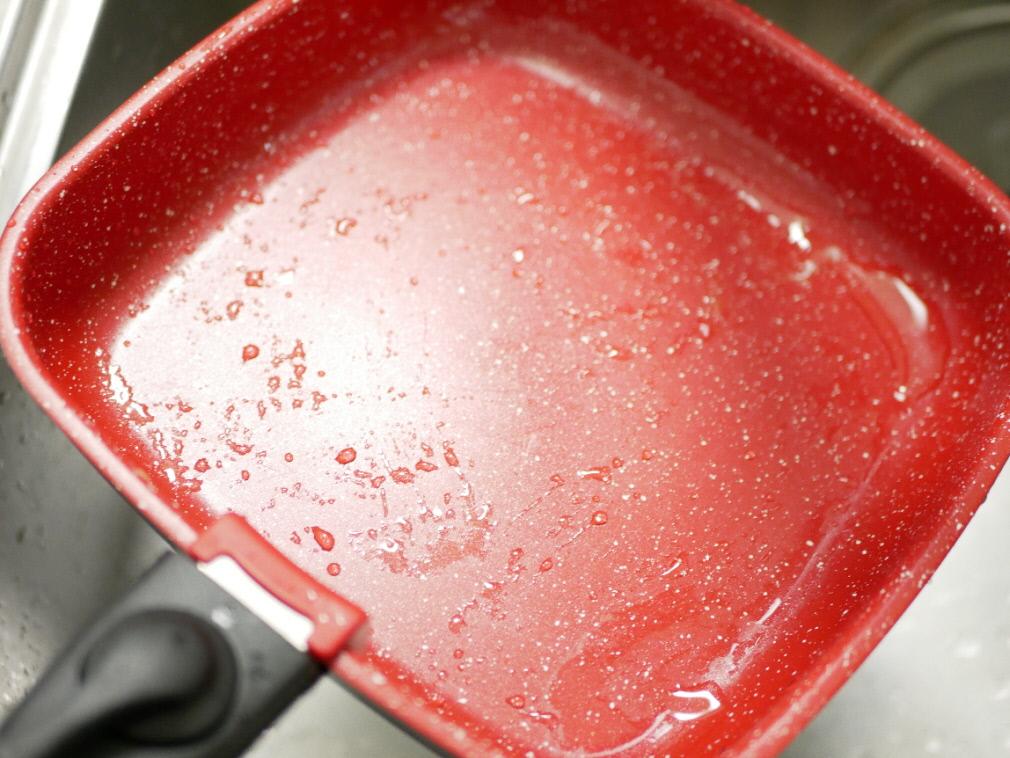 水ですすぐだけできれいになったフレーバーストーン「ダイヤモンドエディション」のソテーパン