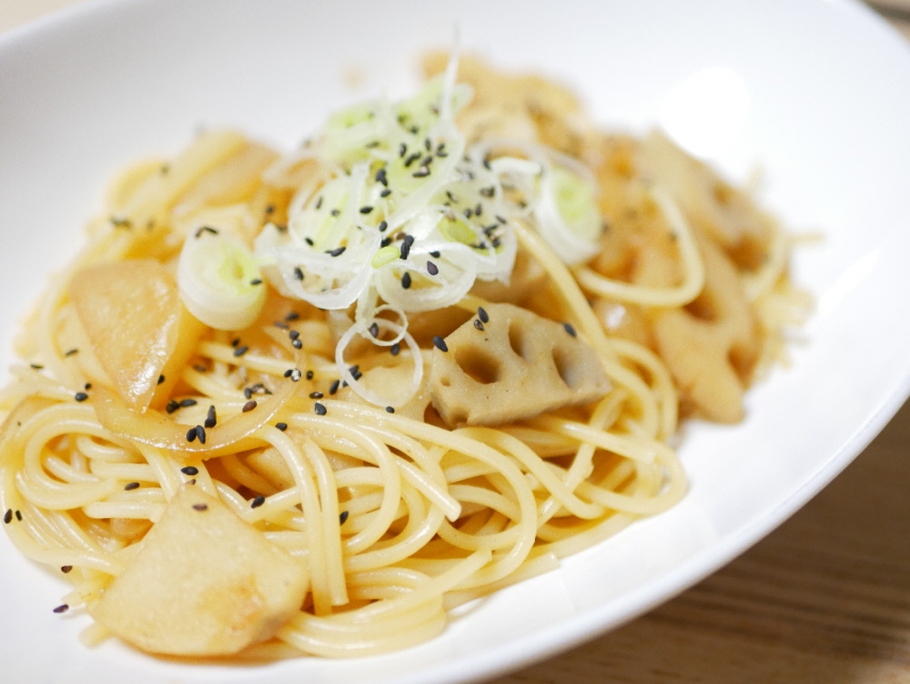 キヨエオリーブオイルで作った根菜パスタ